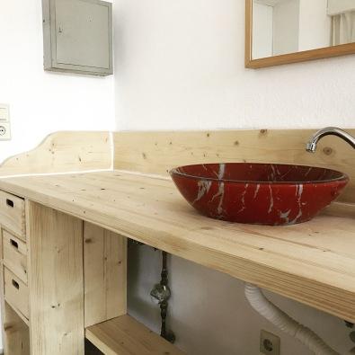 Waschtisch mit Waschbecken